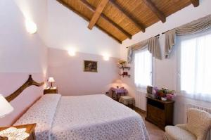 A bed or beds in a room at Agriturismo Alla Casella