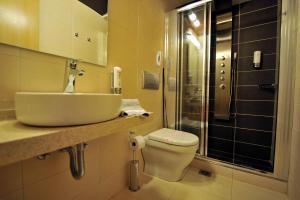 A bathroom at Corfu Mare Hotel
