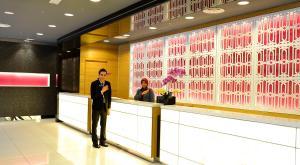 The lobby or reception area at Raia Hotel Kota Kinabalu