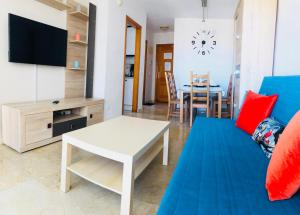 A seating area at Apartment Montecarlo on Levante beach