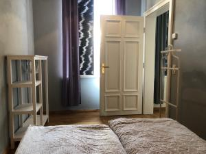 A bed or beds in a room at FeWo Augasse Schleiz