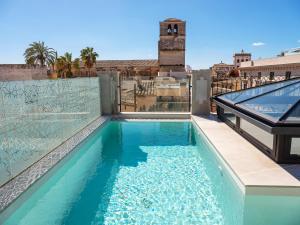 Basen w obiekcie Hotel Gloria de Sant Jaume lub w pobliżu