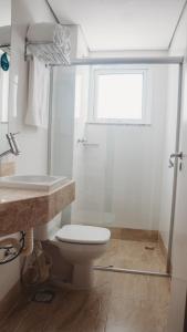 A bathroom at Hotel Golden Inn Lafaiete