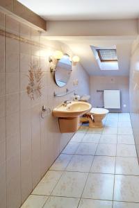 A bathroom at Penzion Vladař