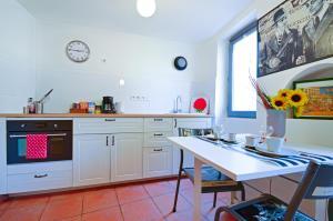 A kitchen or kitchenette at Studio Panier 1970