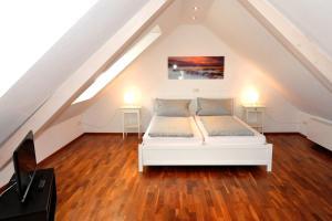 Ein Bett oder Betten in einem Zimmer der Unterkunft Ferienwohnungen Schmider am Sonnenplatz