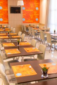 A restaurant or other place to eat at Rio Hotel by Bourbon Curitiba Batel