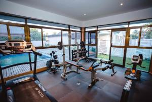 The fitness centre and/or fitness facilities at Platinum Cawa Apartments