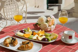 Breakfast options available to guests at Aspalathos Residence