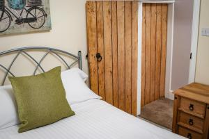A bed or beds in a room at The Cottages Hamstall