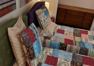 A bed or beds in a room at Boulanger Bassin Bed & Breakfast
