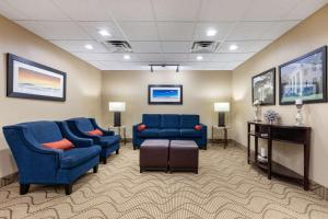 A seating area at Comfort Inn US Hwy 80