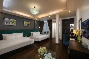 A seating area at Babylon Garden Hotel & Spa