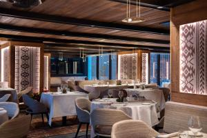 A restaurant or other place to eat at Le Massif - The Leading Hotels of the World
