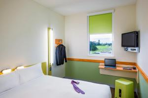 A bed or beds in a room at ibis budget Hamburg St Pauli Messe