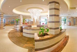 De lobby of receptie bij Hotel Florida Park