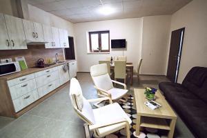 """Kuchyň nebo kuchyňský kout v ubytování """"U Čápa"""" Krásný apartmán v Sedleci"""