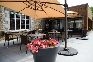 A restaurant or other place to eat at Logis La Lentillere - Restaurant Côté Parc