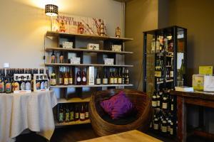 The lounge or bar area at Logis La Lentillere - Restaurant Côté Parc