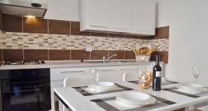 A kitchen or kitchenette at Domitilla - Luxury apartment in the heart of Rome