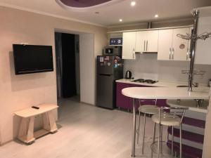 Кухня або міні-кухня у Apartments on Sobornaya,9 - Sotka