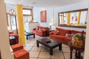 A seating area at Los Naranjos