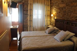 A bed or beds in a room at Hotel Casa Prendes