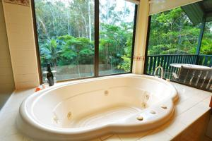A bathroom at Montville Country Cabins