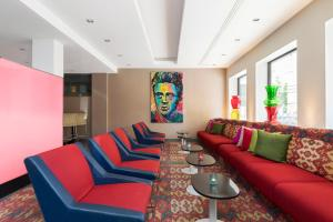 A seating area at ProfilHotels President