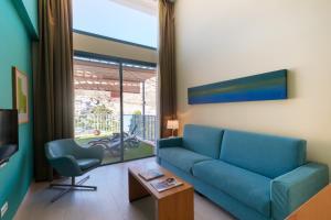 Een zitgedeelte bij Apartamentos Cordial Mogán Valle