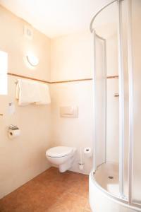 A bathroom at Weisses Lamm