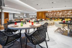 مطعم أو مكان آخر لتناول الطعام في Radisson Blu Hotel & Residence, Riyadh Diplomatic Quarter