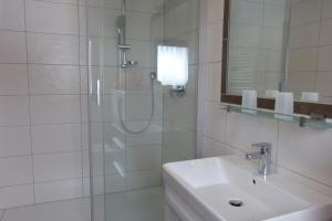 Ein Badezimmer in der Unterkunft Cafe-Pension Waldesruh