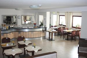 A restaurant or other place to eat at Hotel Am Kamin