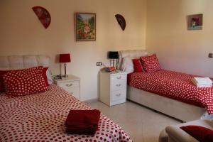 A bed or beds in a room at B&b Casa Flamenca