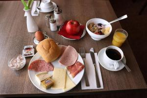 Breakfast options available to guests at Hotel Excelsior Dortmund Hauptbahnhof