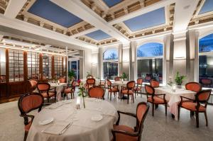 A restaurant or other place to eat at Hotel Metropole Suisse