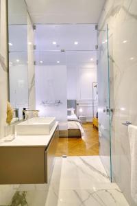A bathroom at Via Chiodo Luxury Rooms