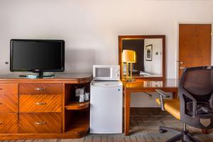 A television and/or entertainment center at Econo Lodge Winter Haven Chain of Lakes