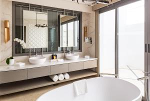 Ванная комната в Meliá Desert Palm Dubai