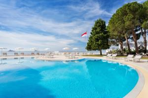 The swimming pool at or near Le Méridien Beach Plaza