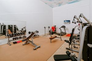 The fitness center and/or fitness facilities at Riessersee Hotel