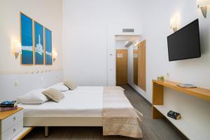 A bed or beds in a room at Valamar Club Dubrovnik