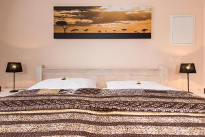 A bed or beds in a room at Davidshof, Bed & Breakfast