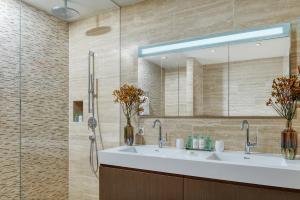 Ein Badezimmer in der Unterkunft Bürgenstock Residences Suites