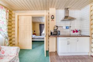 Кухня или мини-кухня в Эко Отель Новый Ковчег