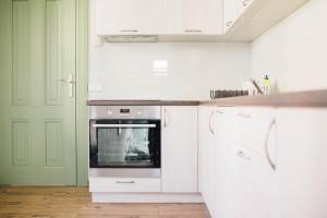 A kitchen or kitchenette at Villa Sopocka
