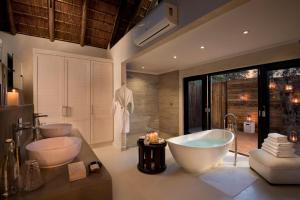 Un baño de Lion Sands River Lodge