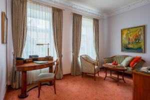 A seating area at Grotthuss Boutique Hotel Vilnius