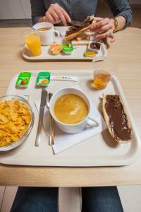 Options de petit-déjeuner proposées aux clients de l'établissement hotelF1 Vesoul